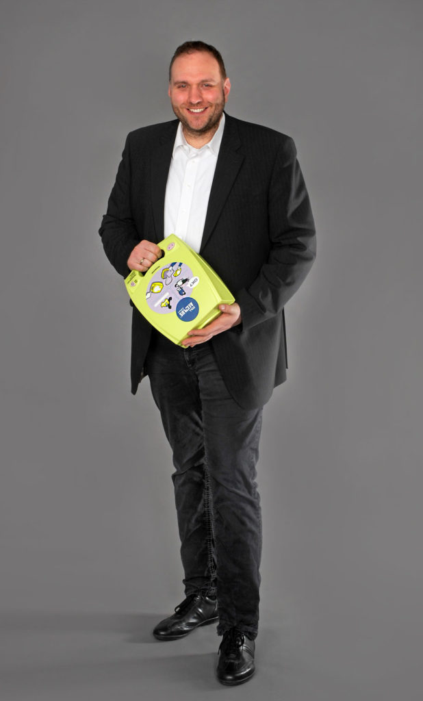 Daniel Kittner mit ZOLL AED Plus